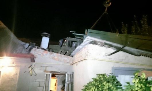 Ночное ДТП вХарькове— грузовой автомобиль выехал накрышу дома
